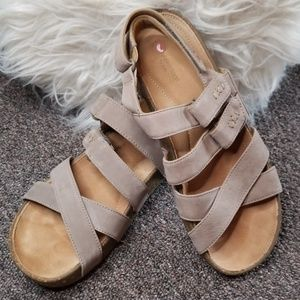 NWOT 6.5 Clarks Sandals Super Comfy Unstructured